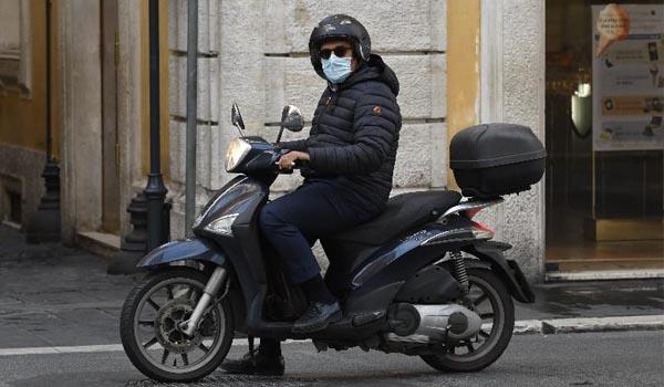 Mascherine in auto e in moto: ecco quando bisogna utilizzarle