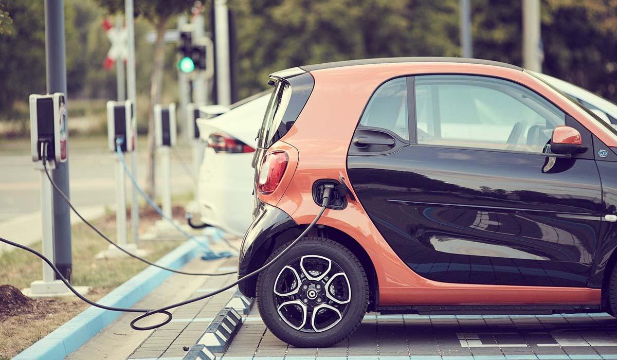 Auto elettriche: è permessa la circolazione in autostrada?