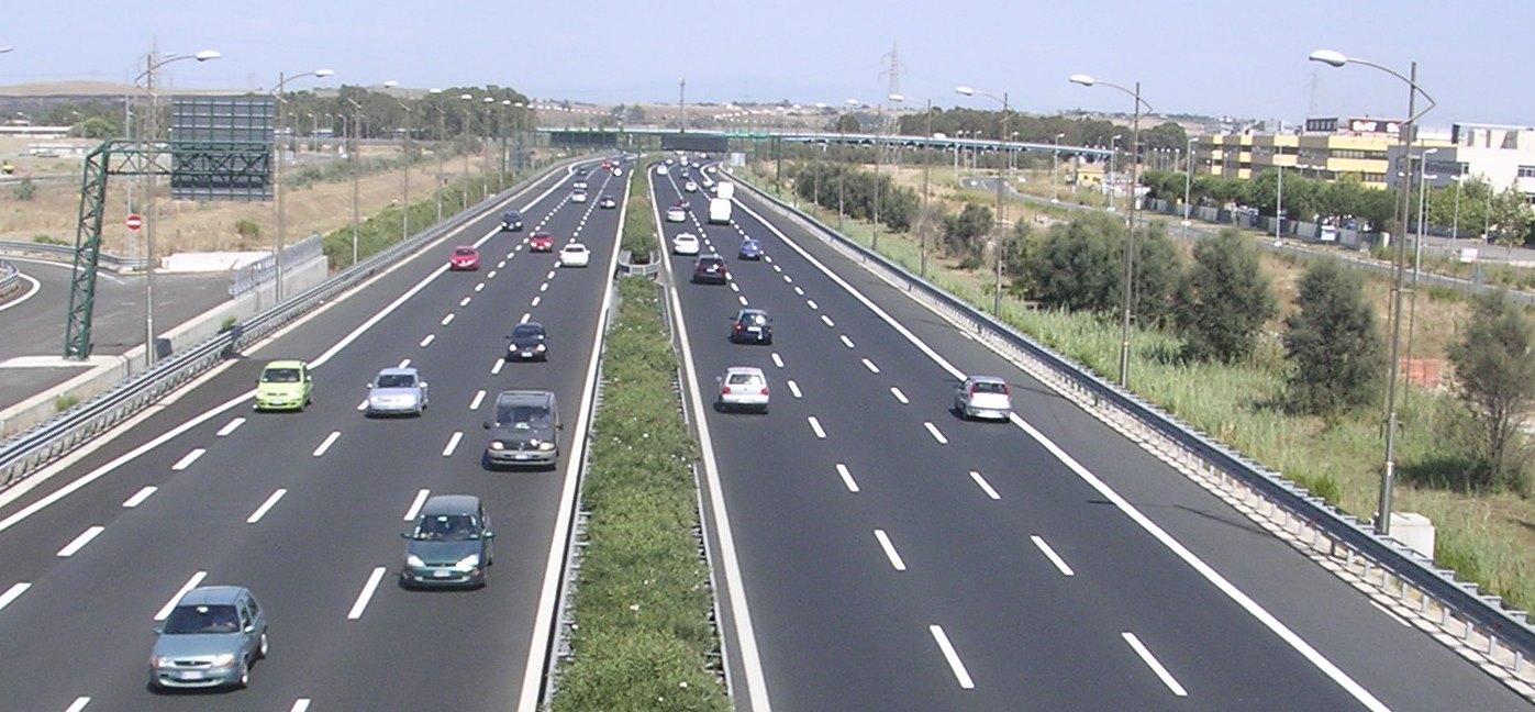 Autostrade, 8 mld di investimenti. Da affidare a terzi l'80% di lavori, forniture e servizi