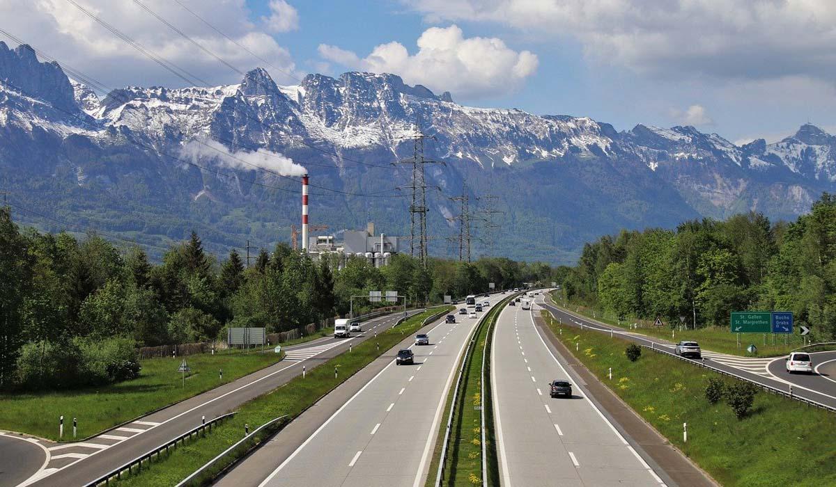Arriva in Svizzera la vignetta digitale per tutte le autostrade