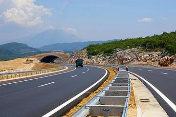 La Cina realizzerà una ferrovia e le autostrade anche nei Balcani