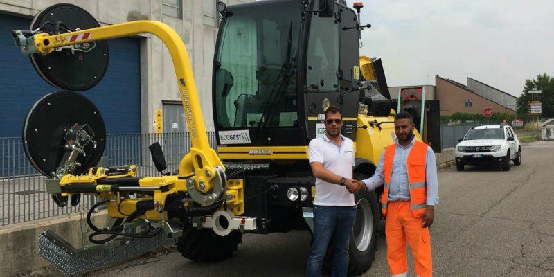 Consegnata nuova macchina operatrice. Il parco mezzi di Ecogest è il più innovativo e completo in Italia per la manutenzione del verde autostradale e stradale