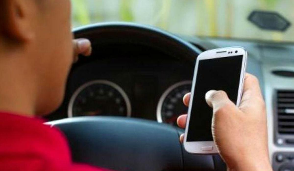 Nuovo codice della strada: patente ritirata due mesi a chi guida al telefono