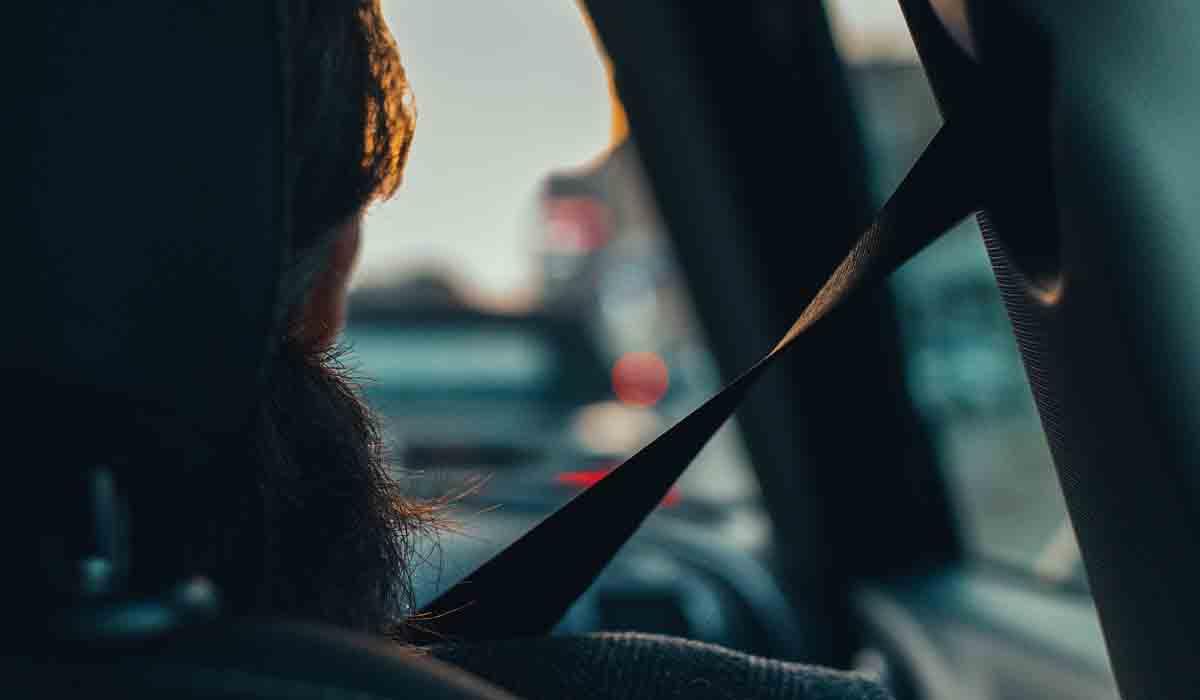 Passeggero senza cintura allacciata? Con il nuovo Codice arriva la multa anche per il conducente