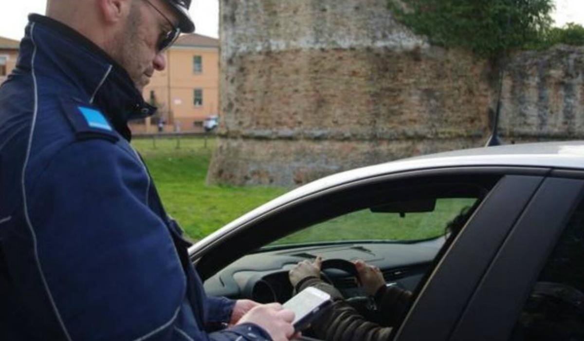 Restate coinvolti in un incidente? Ora i vigili urbani vi controllano il telefonino.