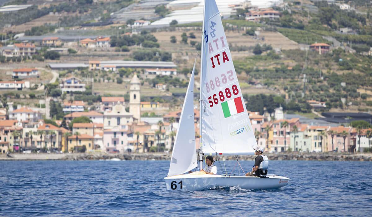 Due giovani velisti di Ravenna in gara ai mondiali di vela 420 categoria open/mix. Una grande avventura sportiva per l'equipaggio sponsorizzato da Ecogest
